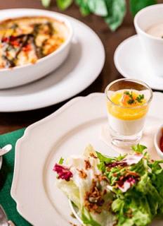 4種から選べるメイン料理に、前菜やスープがついたお得なランチセット
