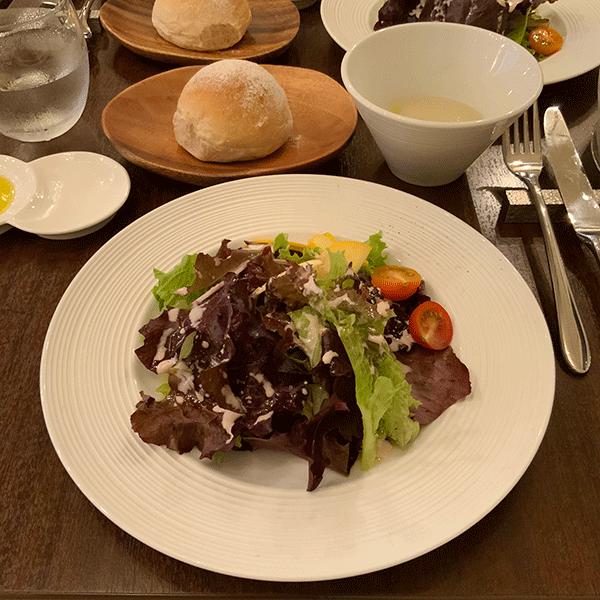 スープ、天然酵母パン、サラダ