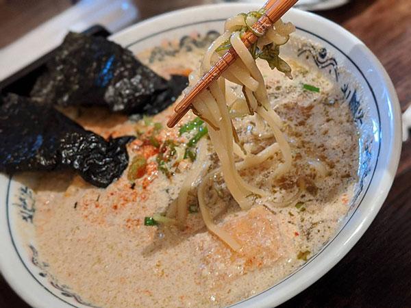 濃口 酵母ラーメン ドラゴン(太麺アップ)