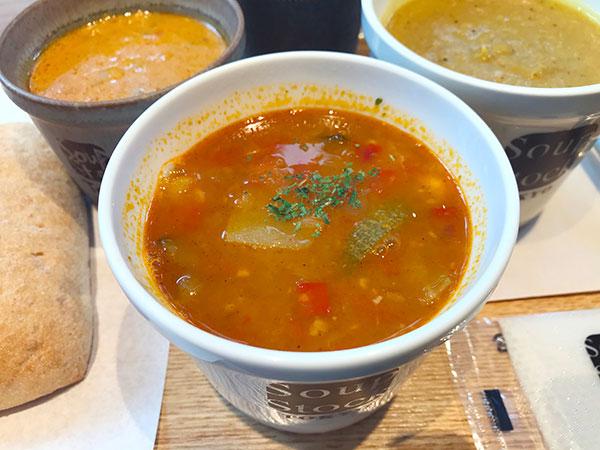 とうもろこしとパプリカのチリビーンズスープ