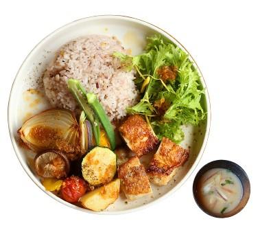 新鮮な野菜が食べられる 『アキウ舎ランチ』
