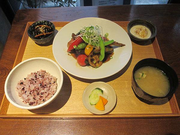 「旬野菜のジンジャーソース」