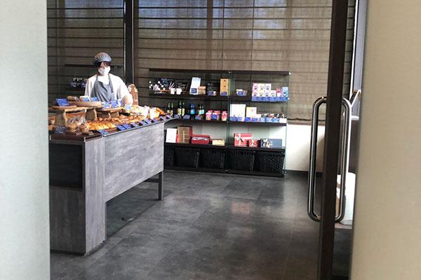 1階のパン販売スペース