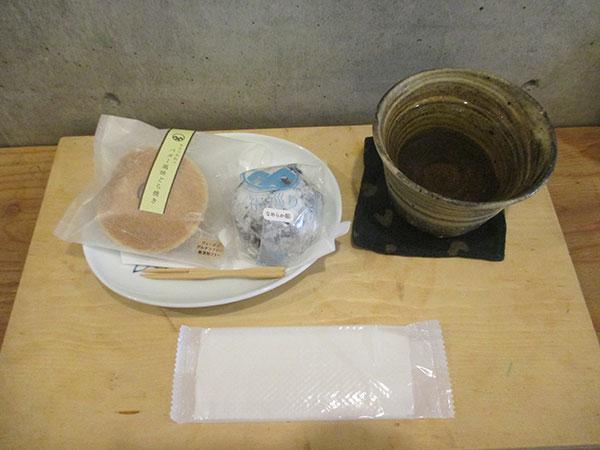 桑の葉茶と和菓子
