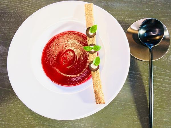 appetizer B ビーツの「赤」のスープ