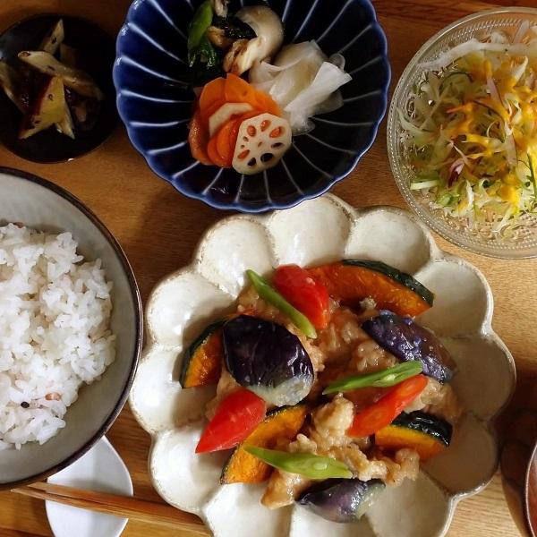 野菜を食べる和食ごはん