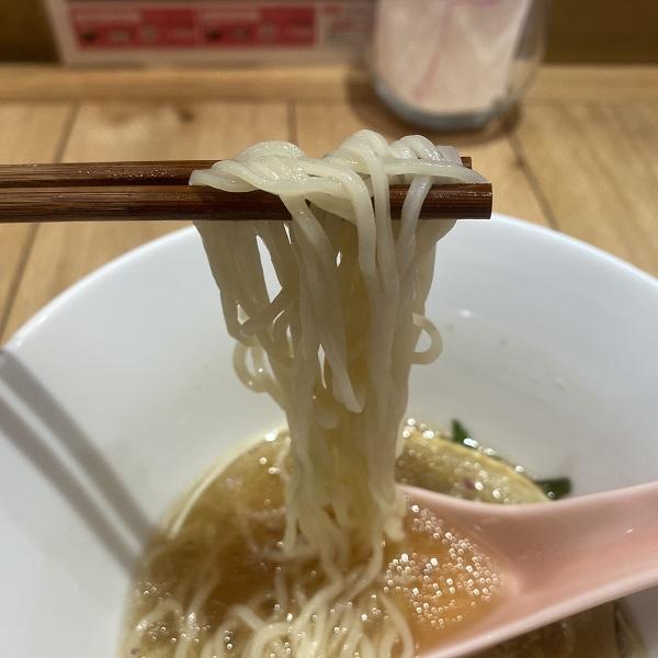 透明感のある麺
