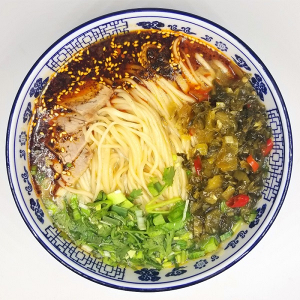 酸辣牛肉麺