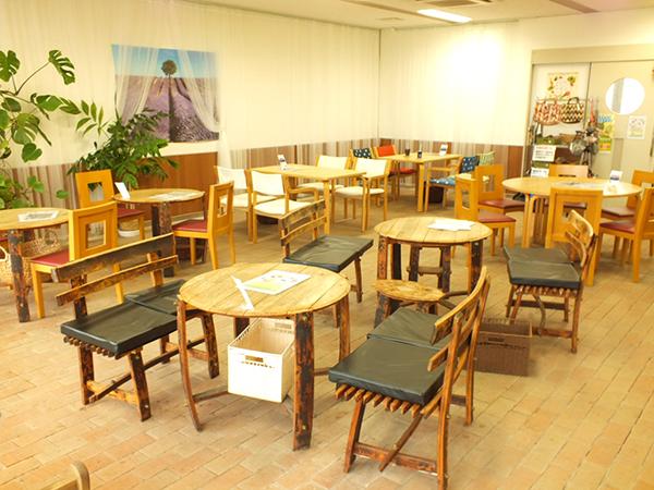 店内には、小さなお子様のために折り紙や絵本なども用意されています。