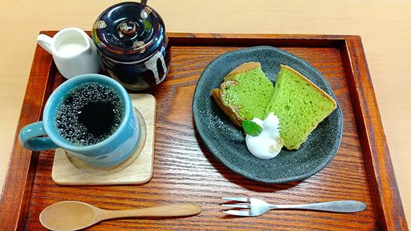 オーガニックほうれん草を使用したシフォンケーキ。キレイな緑色で、罪悪感ゼロのスイーツです。