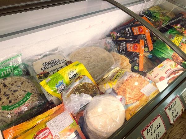 冷凍のナンは食べたいときに食べられて便利です